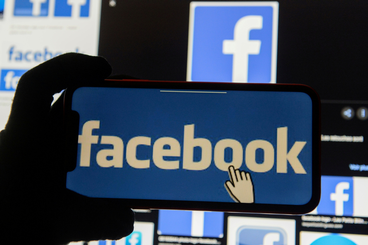 Facebook loses out as advertisers stay away