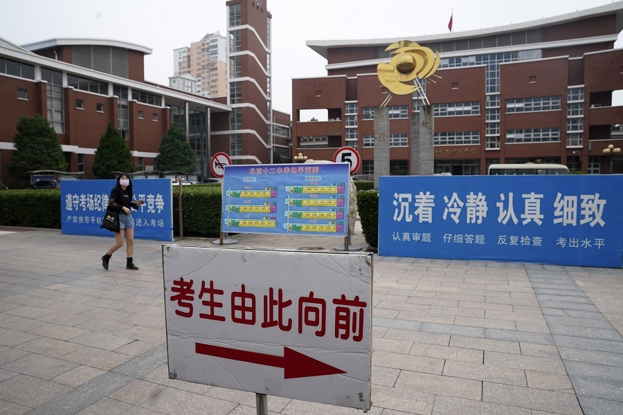 Gaokao test site in Beijing gets ready for students