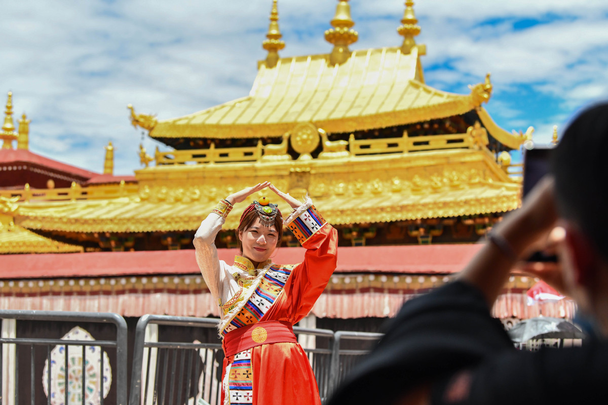 Jokhang Temple in Tibet reopens as epidemic wanes
