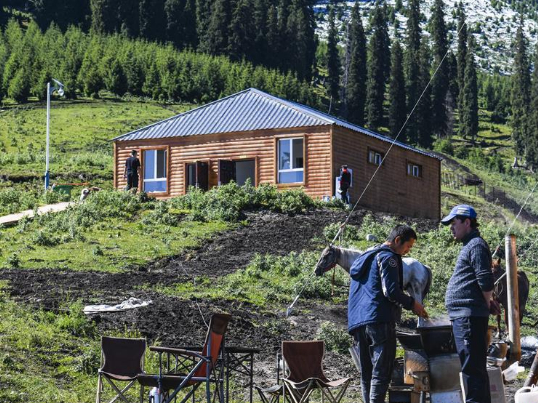 Outdoor camp helps local employment in Tekes County, Xinjiang