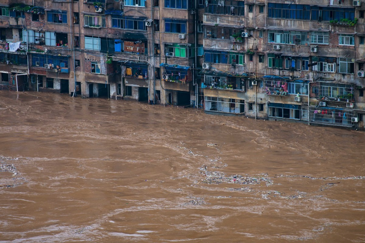 121 people dead or missing due to floods