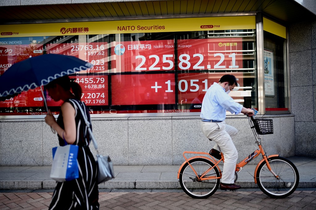 Tokyo stocks close higher as Chinese shares surge, weak yen lifts exporters
