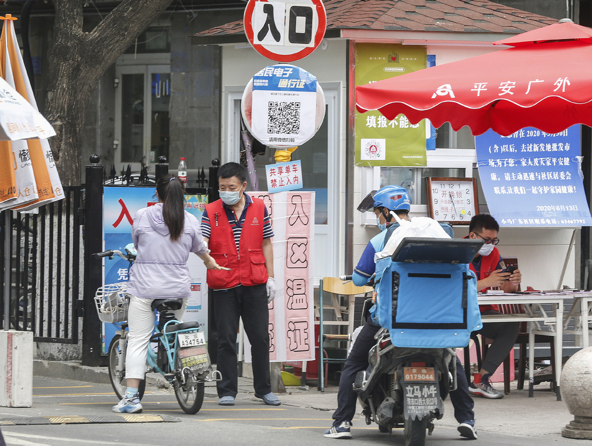 54 Beijing residential communities reopen as spread of virus contained