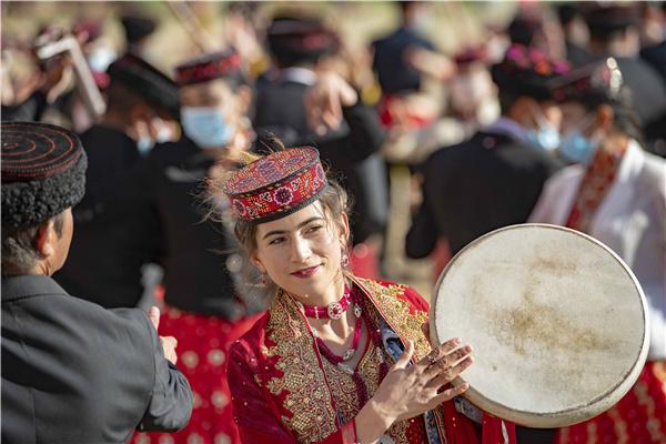 Mountains echo to sound of music by Tajik art troupe