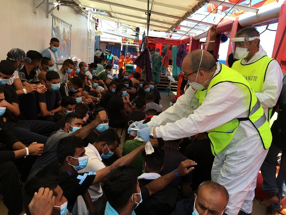 180 migrants allowed to dock in Sicily