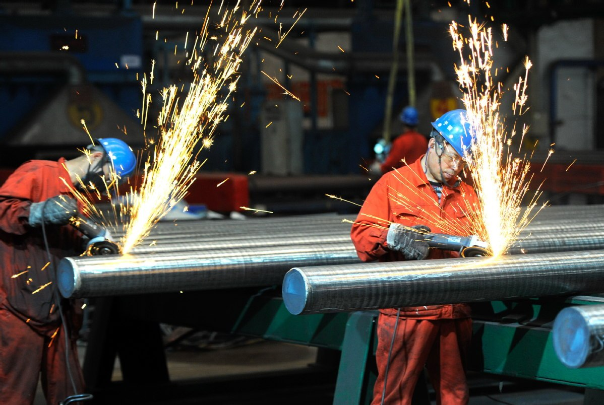 China steel futures close higher