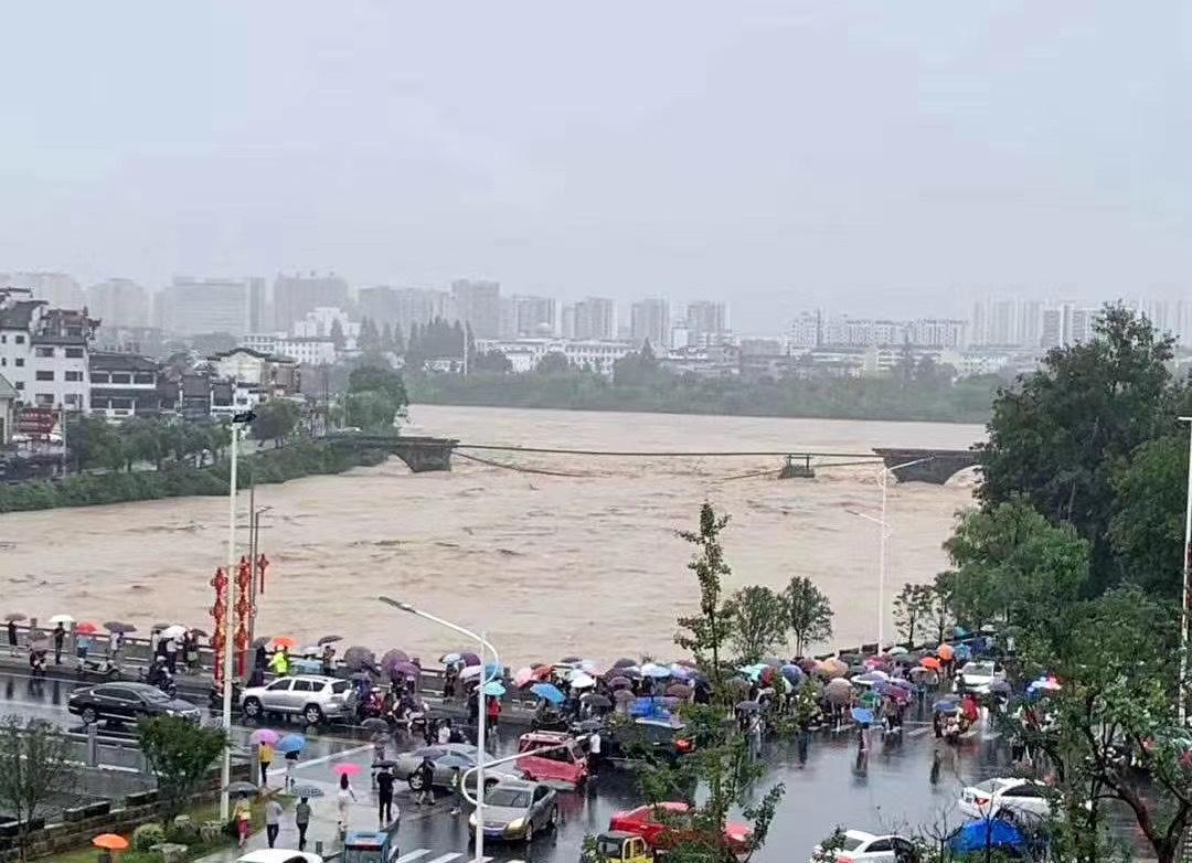 Flood destroys ancient bridge in East China