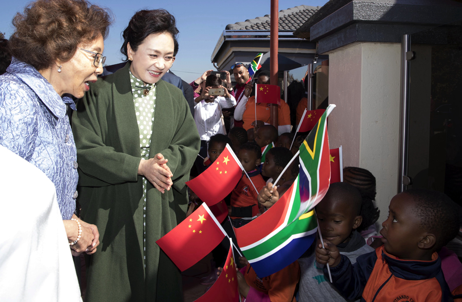 Peng Liyuan expresses China's support for Africa's fight against COVID-19