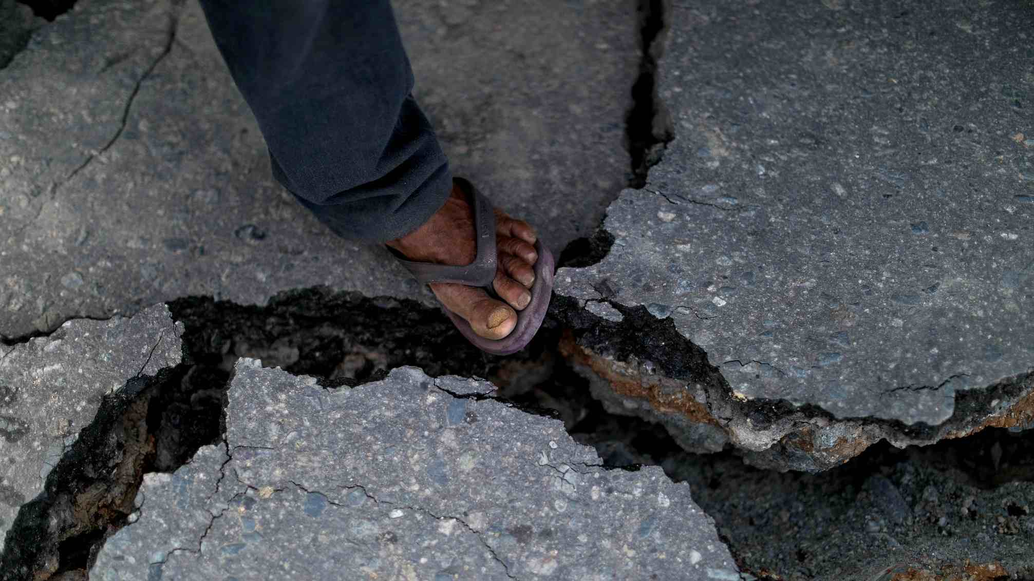 6.1-magnitude quake jolts western Indonesia