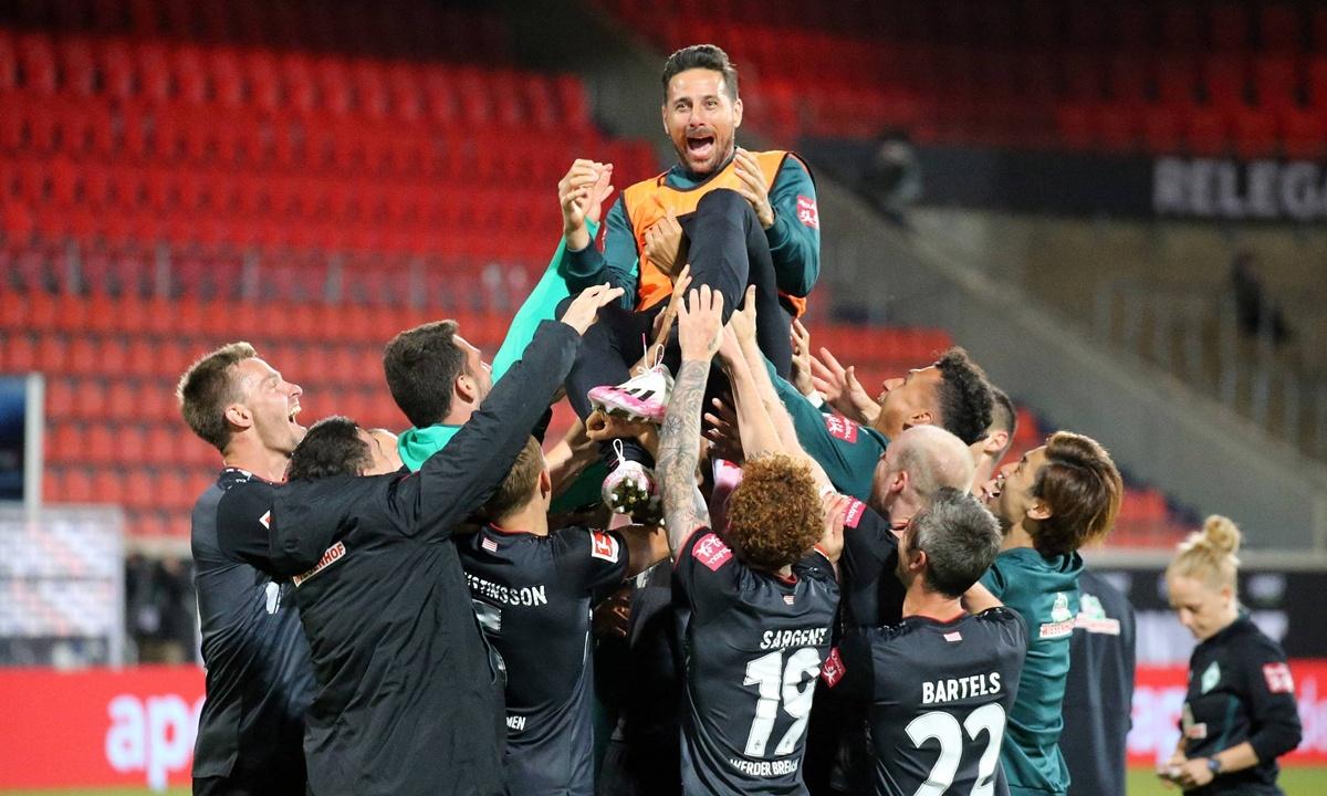 Relieved Bremen stay in Bundesliga