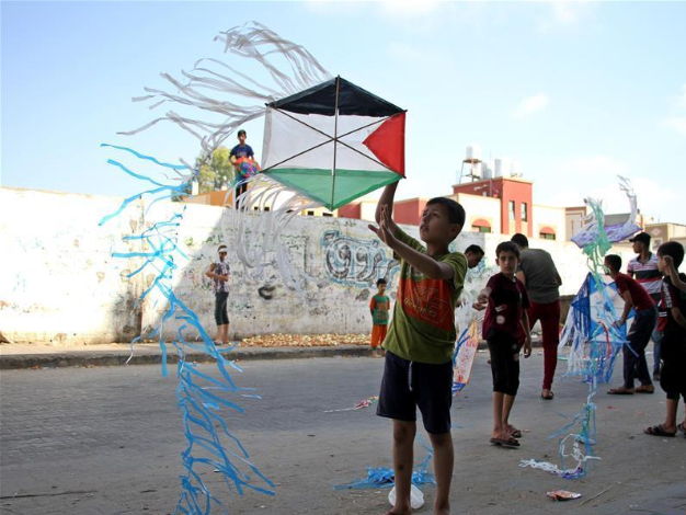 Kite flying becomes popular way to kill lockdown time in Gaza amid COVID-19