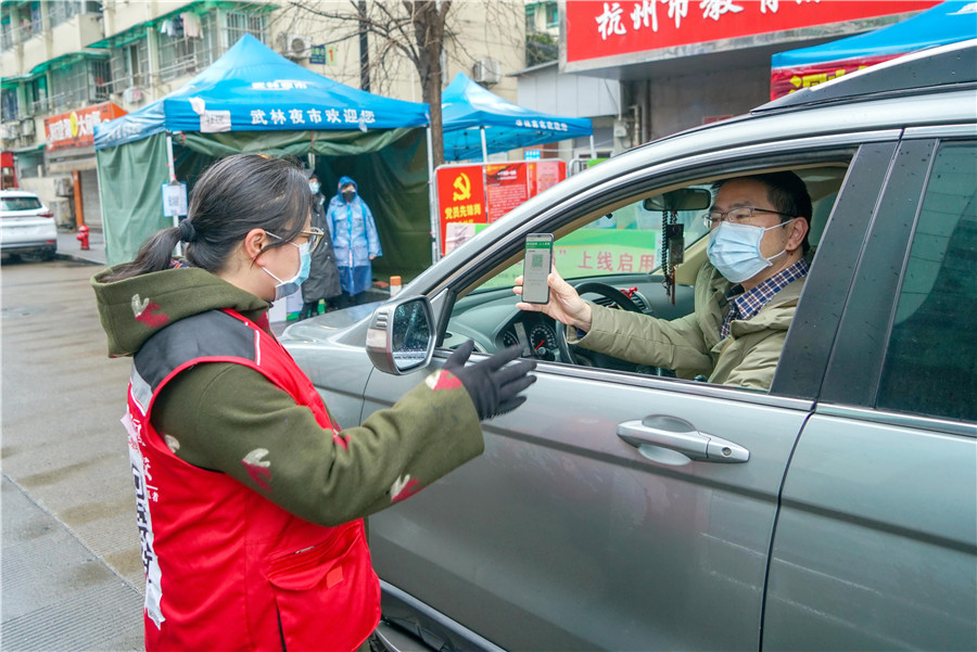 Hainan lets people in with health codes from outside