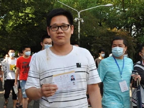 Master's degree graduate retakes gaokao to pursue medicine