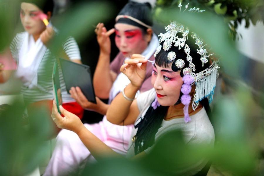 Online folk art shows staged in Hebei's Handan county