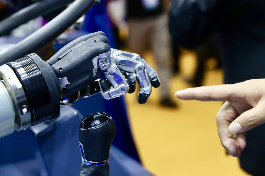 Development of Shanghai's AI industry to become world leading by 2025