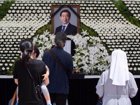 People mourn death of Seoul Mayor in South Korea