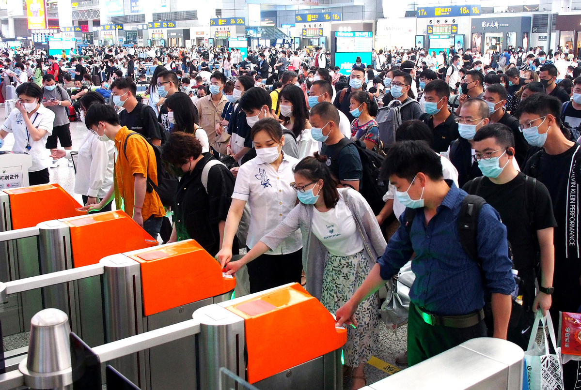 China sees over 53-pct decline in railway trips in H1