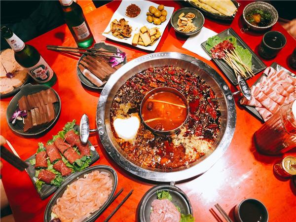 China's leading hot pot company reports revenue plunge