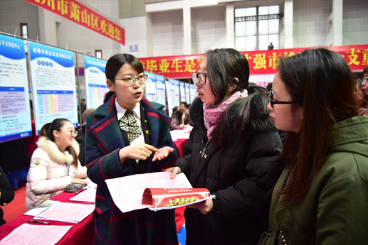 More Chinese graduates settle down in second-tier cities: newspaper