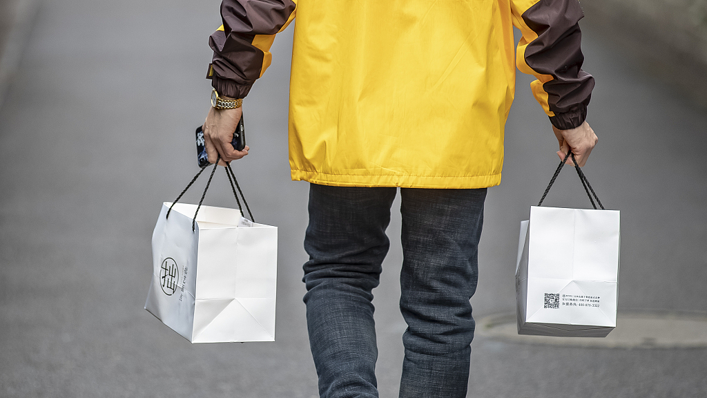 Beijing luxury mall criticized for barring entry to food delivery riders
