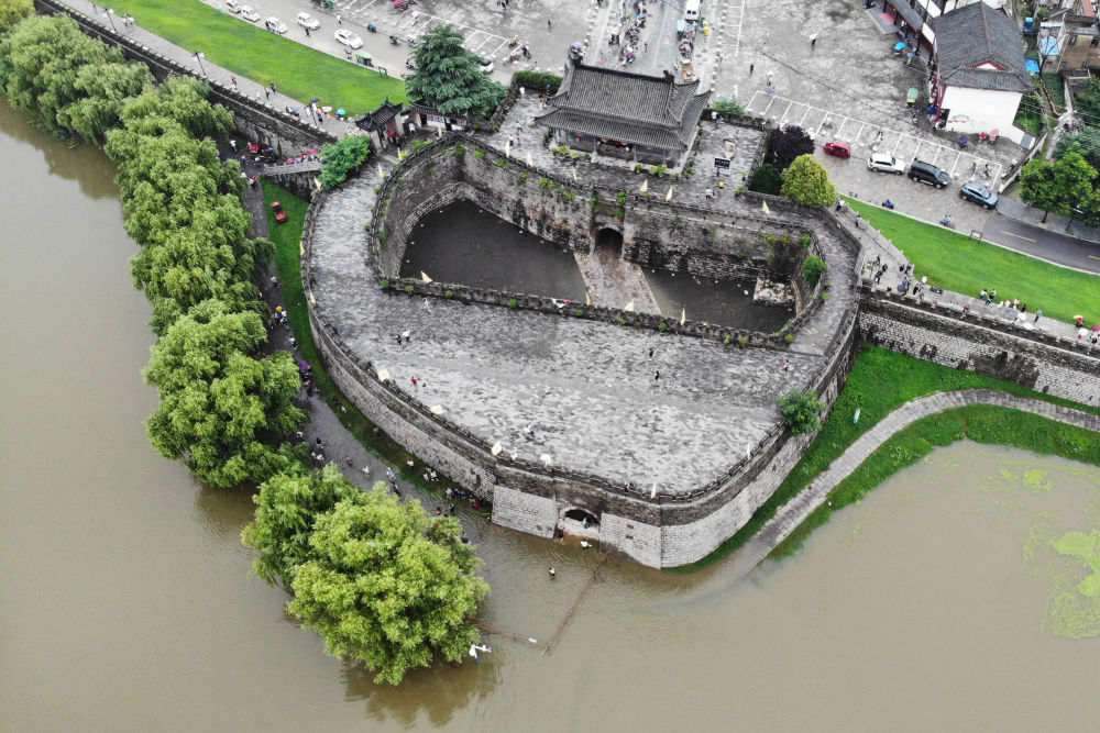 The old town walls of ancient flood-resistant city in E China's Anhui