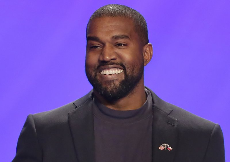 Rapper Kanye West draws crowd to 1st event as candidate
