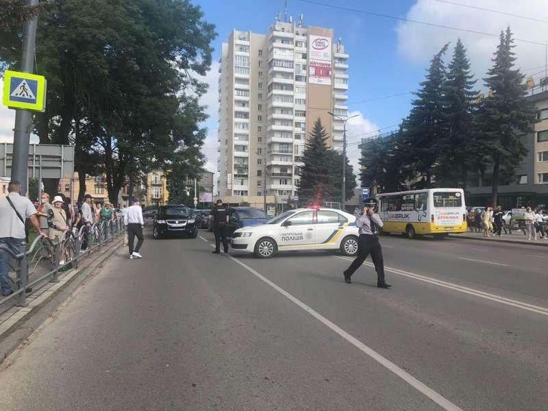 Armed man holds 20 hostages on bus in W. Ukraine