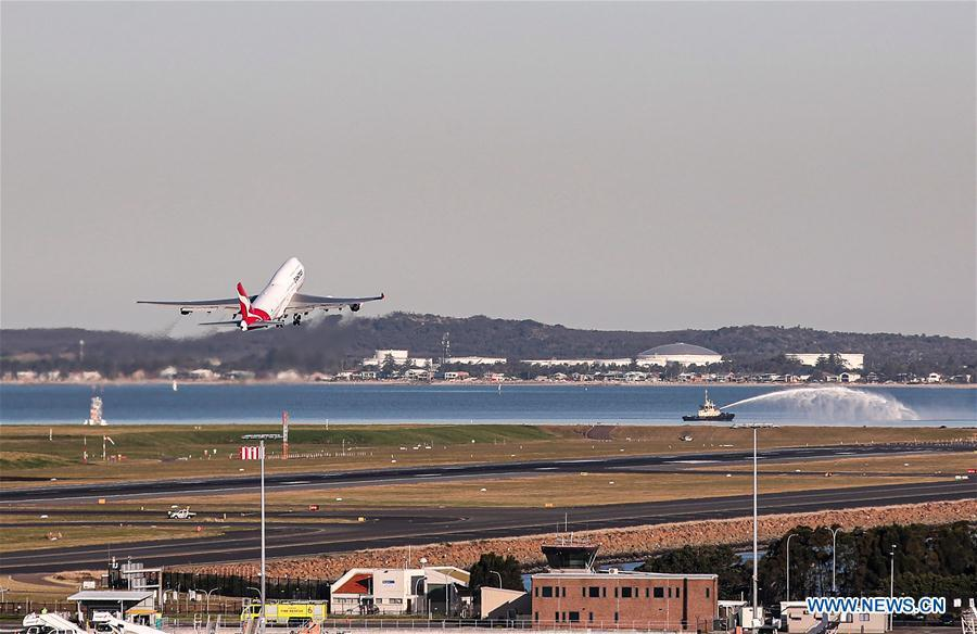 Qantas Boeing 747 aircraft takes farewell tour