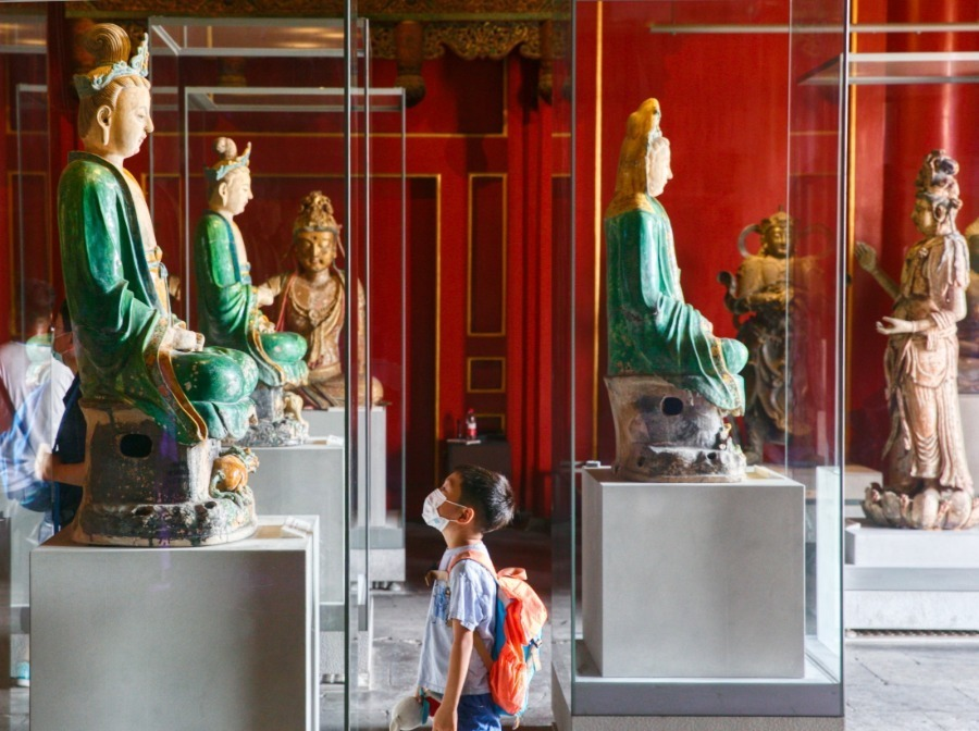 Beijing parks, tourist sites reopen indoor exhibitions