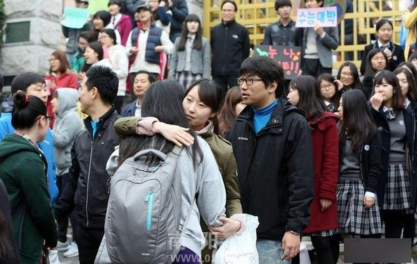 """Epidemic meets """"college entrance examination""""? How do countries solve this problem"""