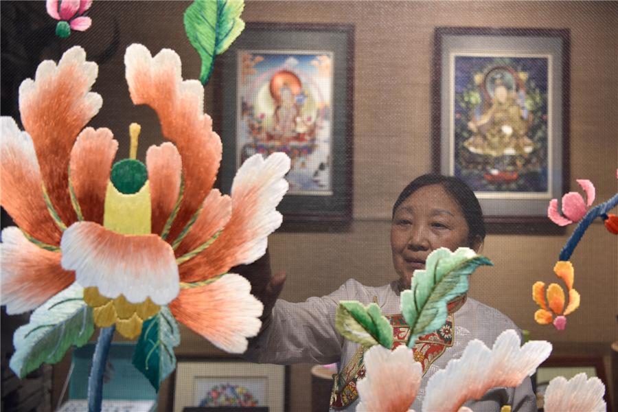 Tibetan-Qiang embroidery resonates abroad