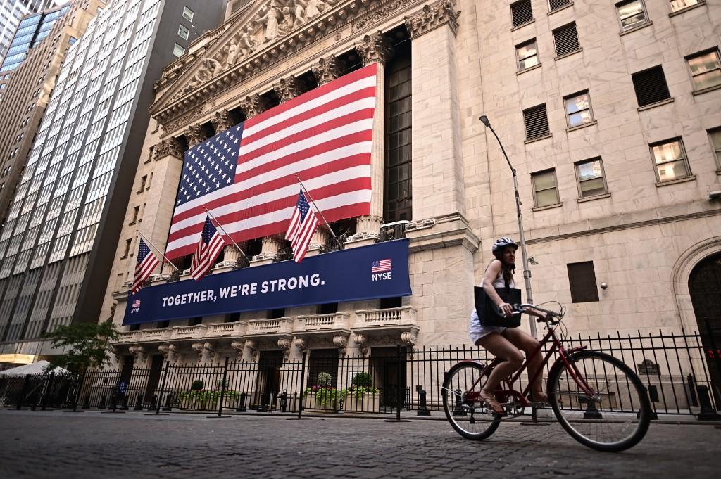 US stocks drop as tech shares lag
