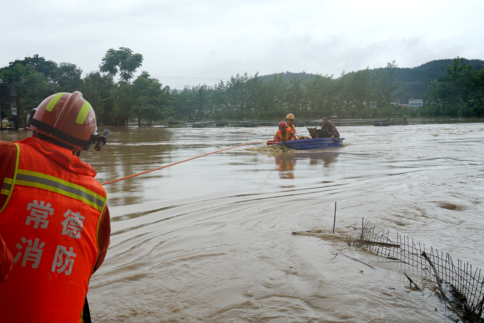 China sends more supplies to flood-hit regions