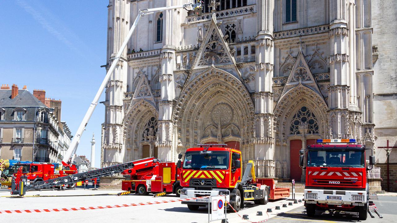 vrijgelaten-man-na-brand-historische-kathedraal-nantes-opnieuw-gearresteerd.jpg