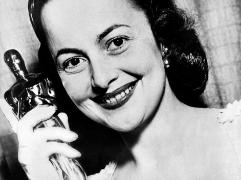 Golden Age Hollywood star Olivia de Havilland dies at 104