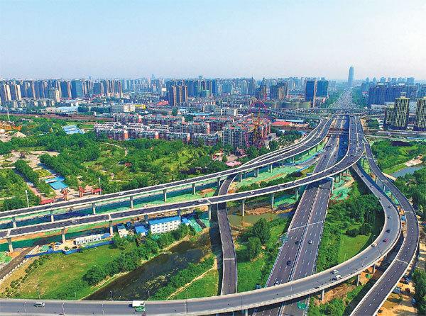 Cross-border e-commerce trade soars in bonded zone