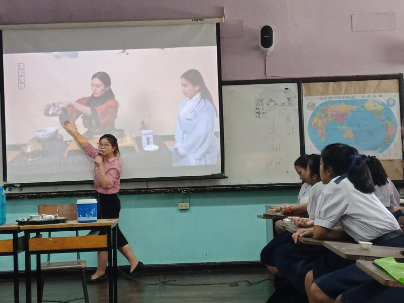 Chinese language education teacher wins praise