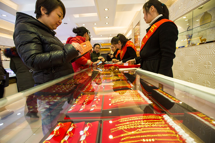 Gold price closes higher in Hong Kong
