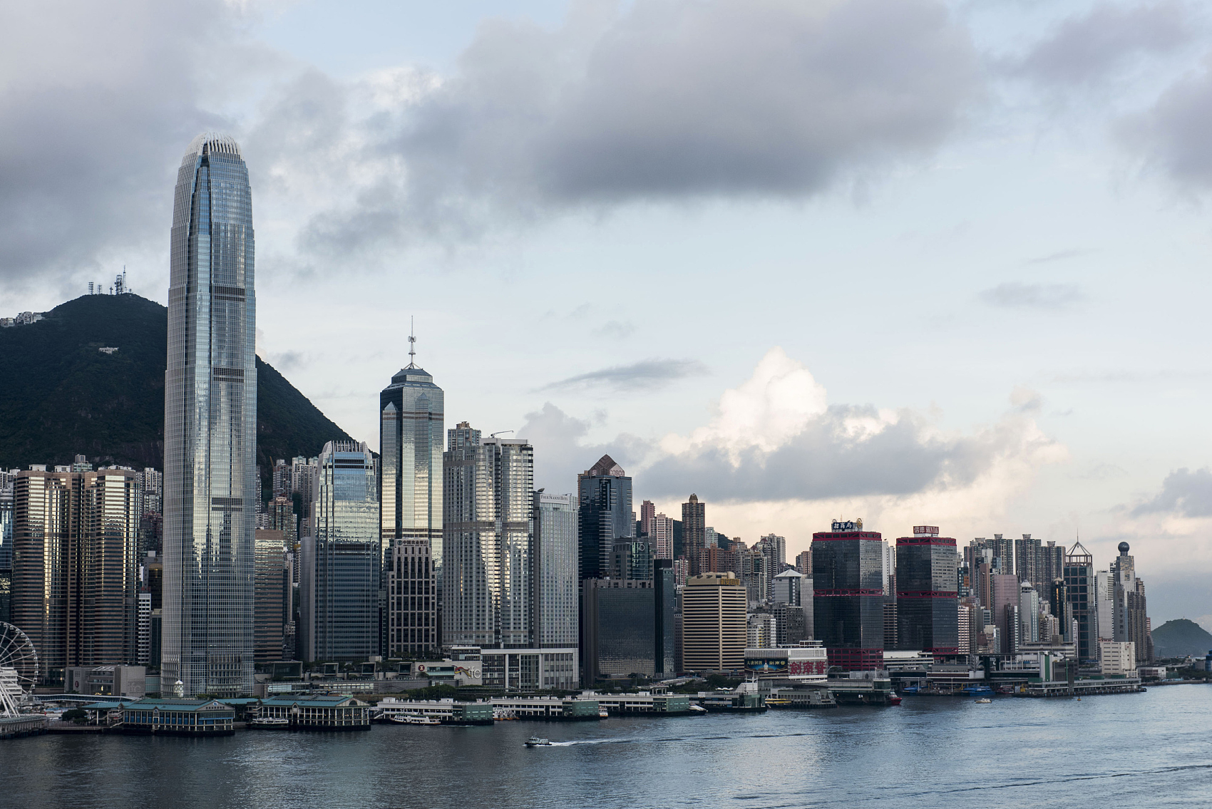 Hong Kong economy declines 9 pct in Q2
