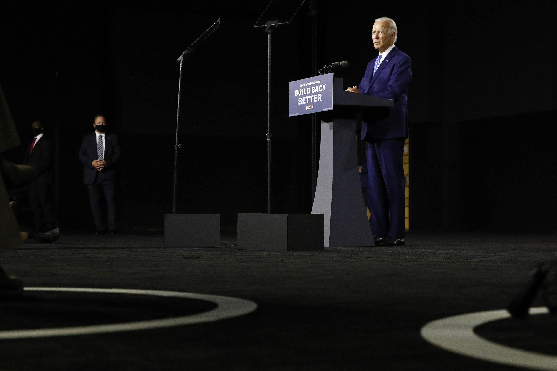Biden says to name running mate next week