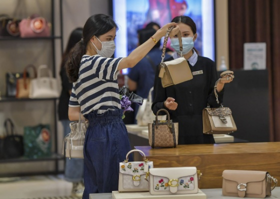 Hainan reports surge in duty-free shopping after policy upgrade