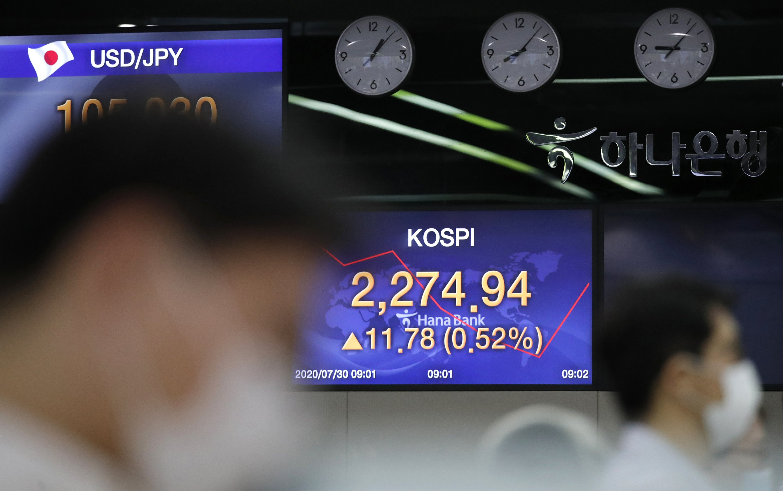 Global markets sink after Fed virus warning