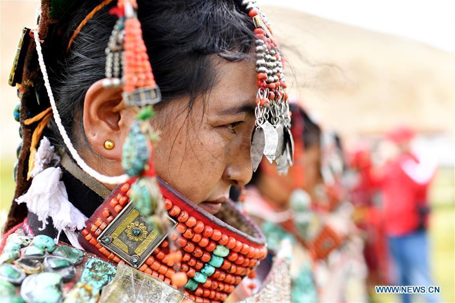 Women wearing Burang clothes in Tibet