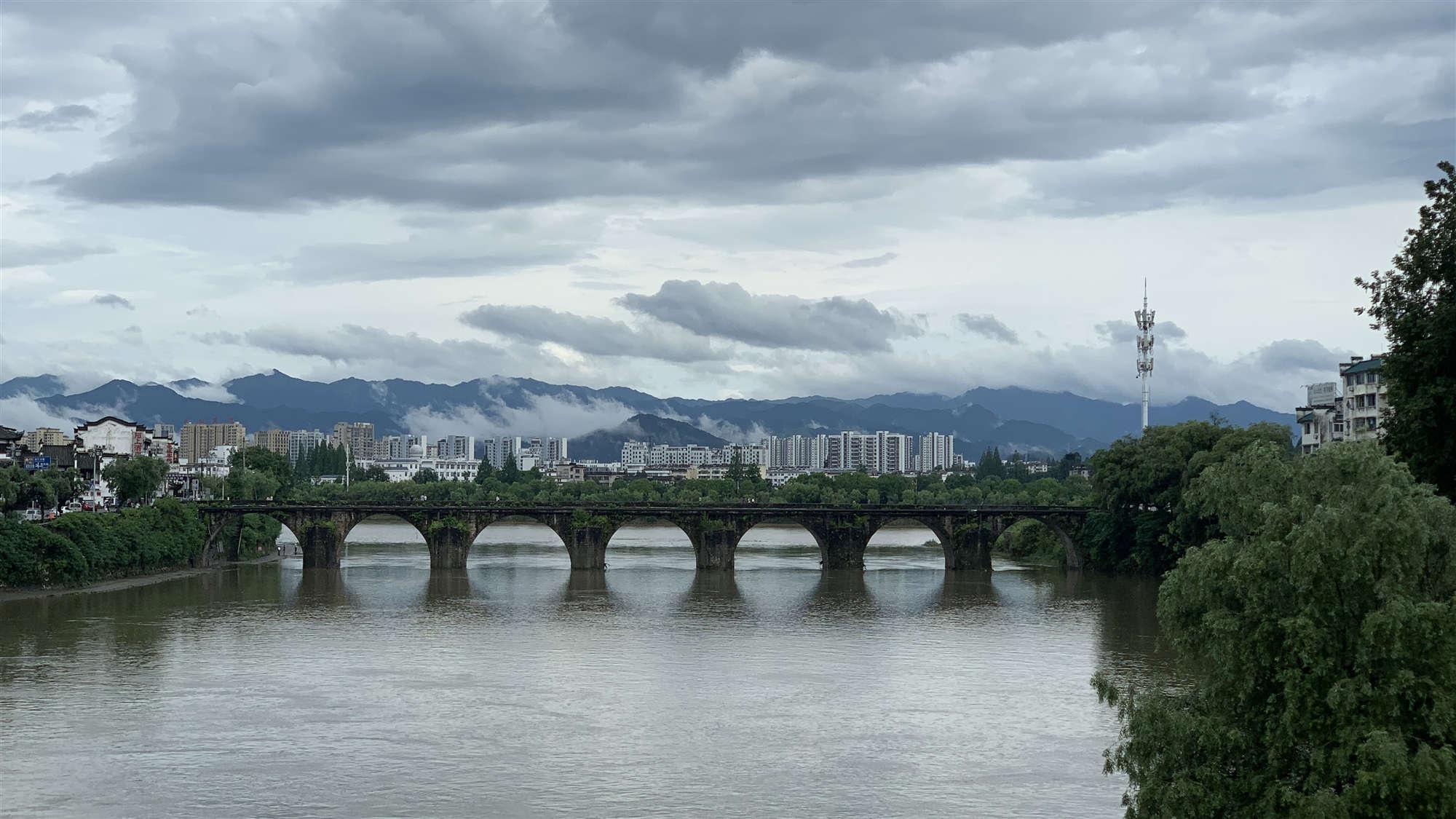 China lowers flood response to Level III