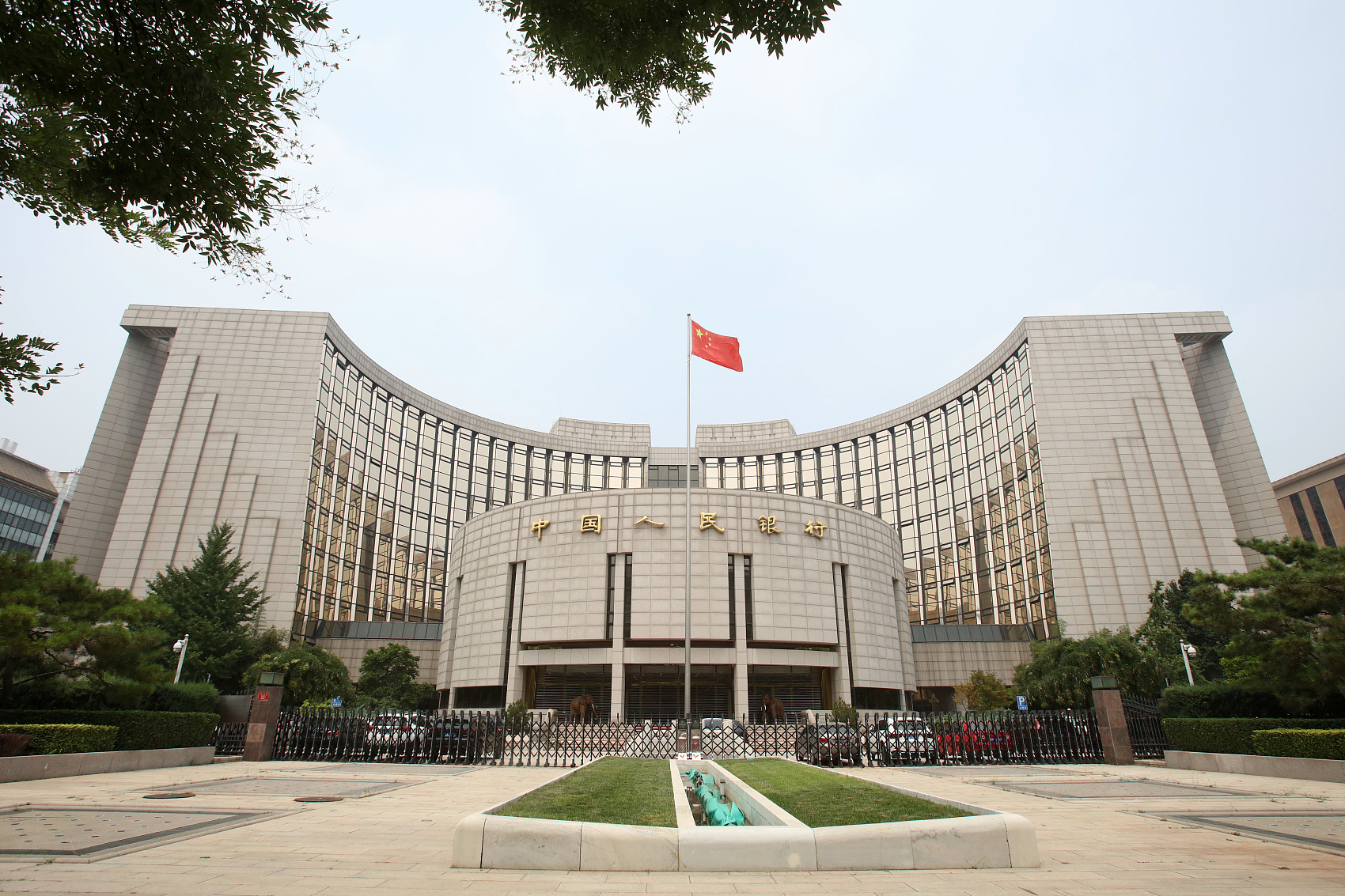 China extends transitional period for new asset-management rules