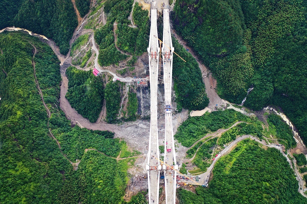 New bridge established in Wenzhou's valley