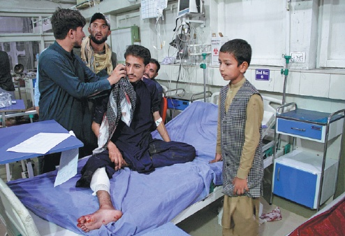 Prisoners escape as IS attack on Afghan jail kills 32