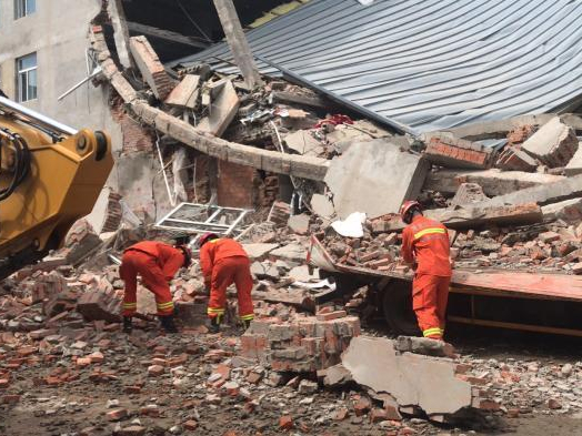 7 people trapped after a warehouse collapsed in Harbin