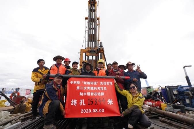 Chinese scientists extract record-breaking lake sediment core on Qinghai-Tibet Plateau