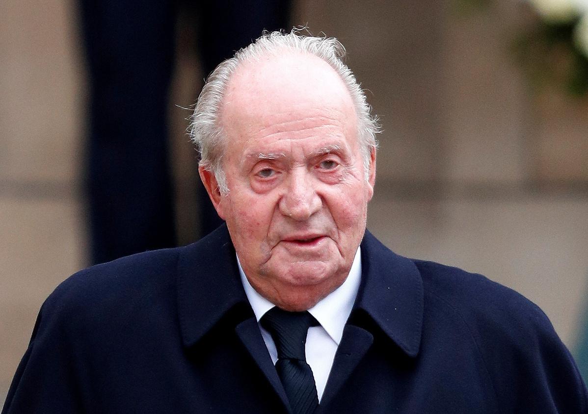 Ex-king leaves Spain in wake of financial scandal